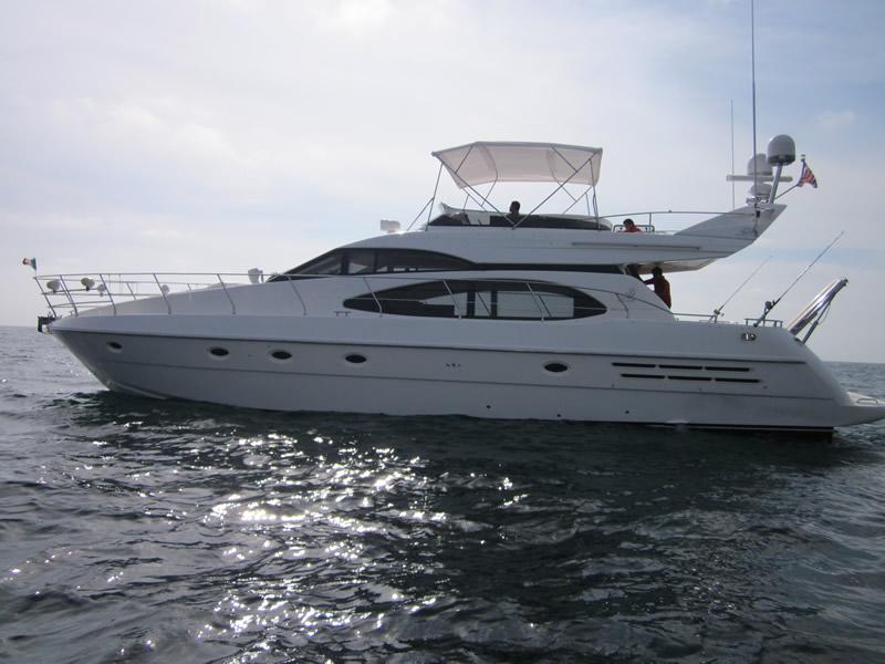YACHT AZIMUT 58 Puerto Vallarta For Rent